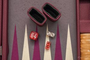Photo d'un jeu de backgammon du haut