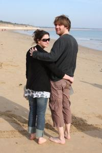 Photo couple d'amoureux bord de mer