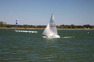 Photo optimiste sur la base de voile de saint hilaire de riez