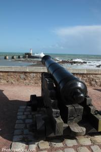 Photo canon fort saint nicolas tirant contre le phare