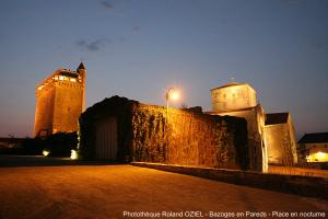 Photo nocturnes Eglise et donjon de bazoges
