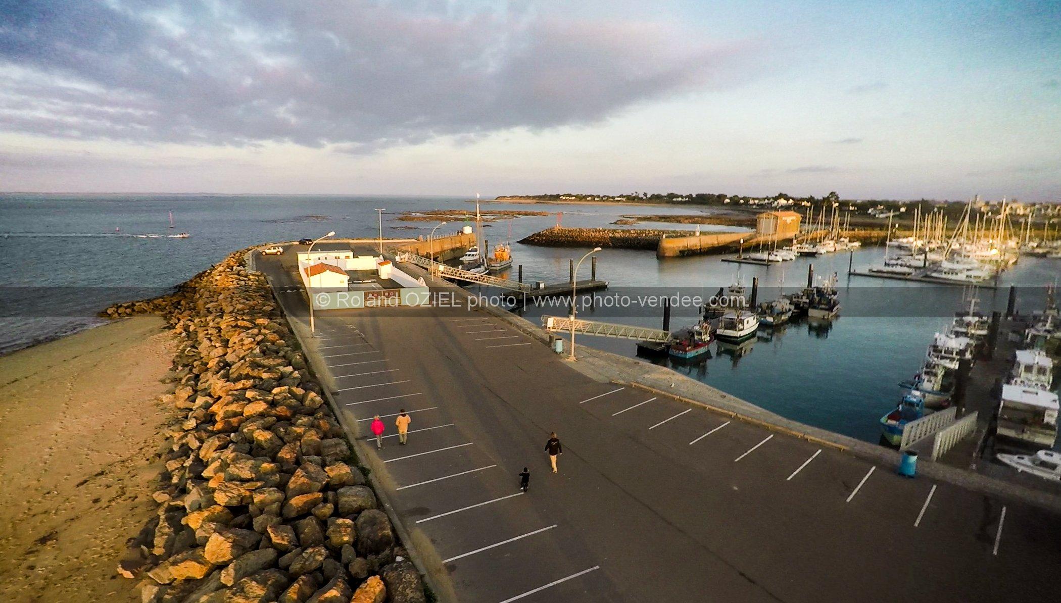 Photo a rienne de l 39 entr e du port de l 39 herbaudi re photo vend e - Galerie du port noirmoutier ...