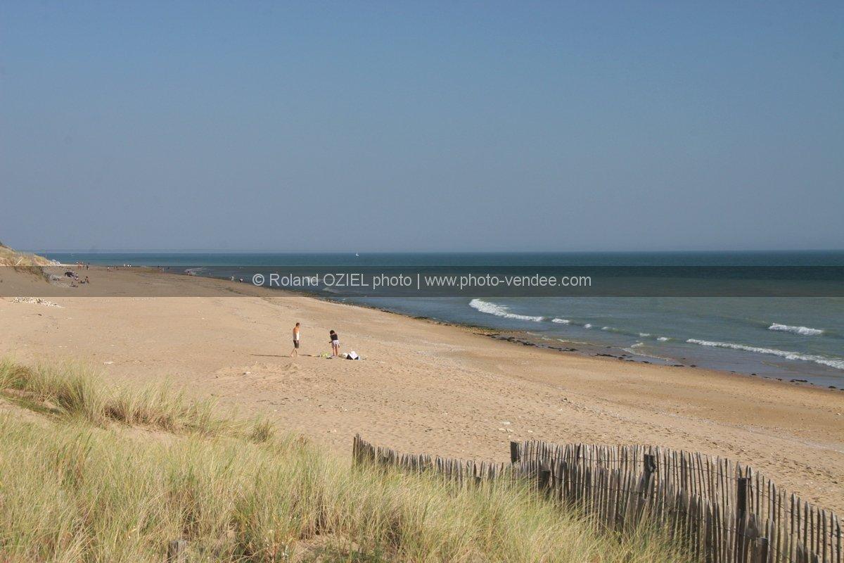 plage et dune de la tranche sur mer photo vend e. Black Bedroom Furniture Sets. Home Design Ideas