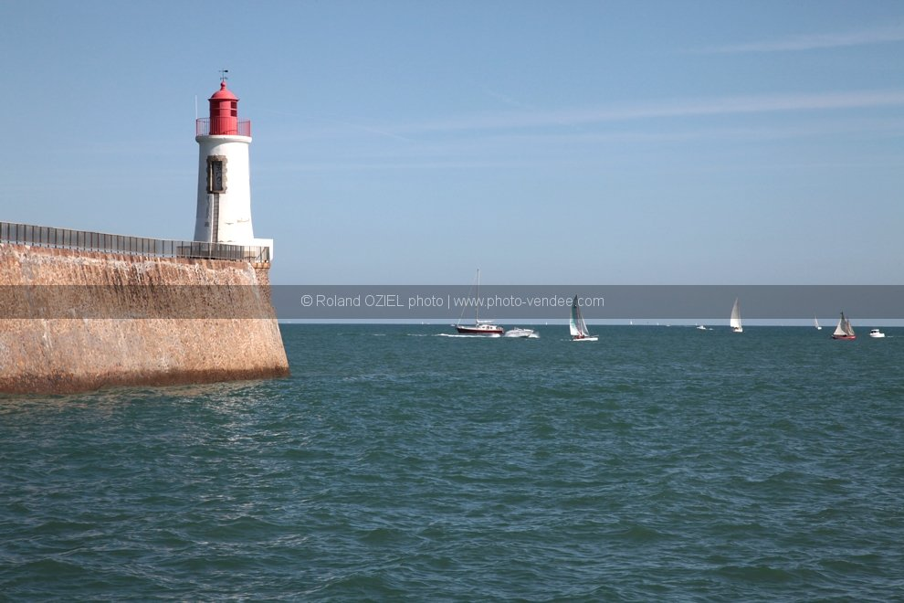 photo phare arundel rouge les sables d'olonne