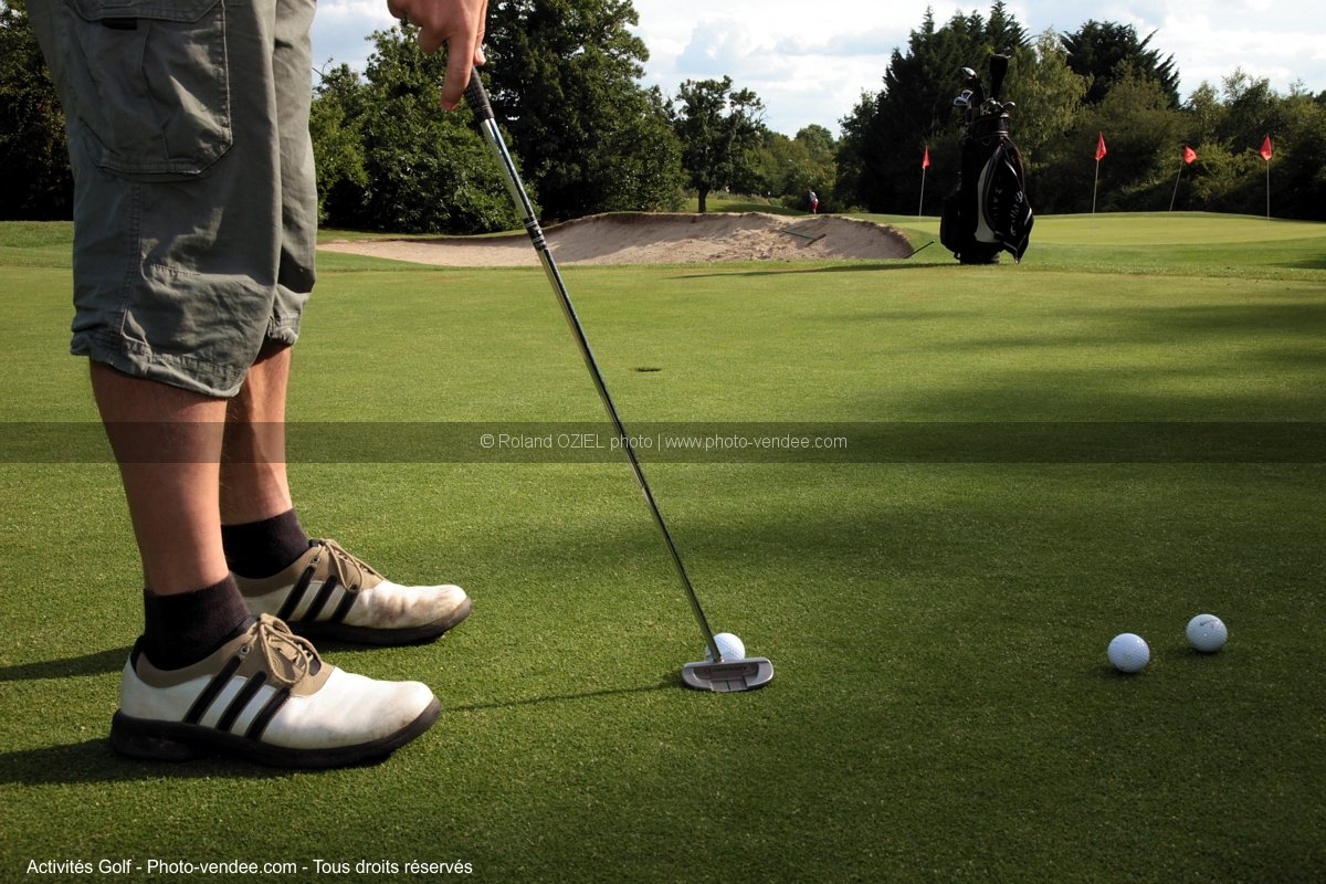 Photo putter sur green practice golf