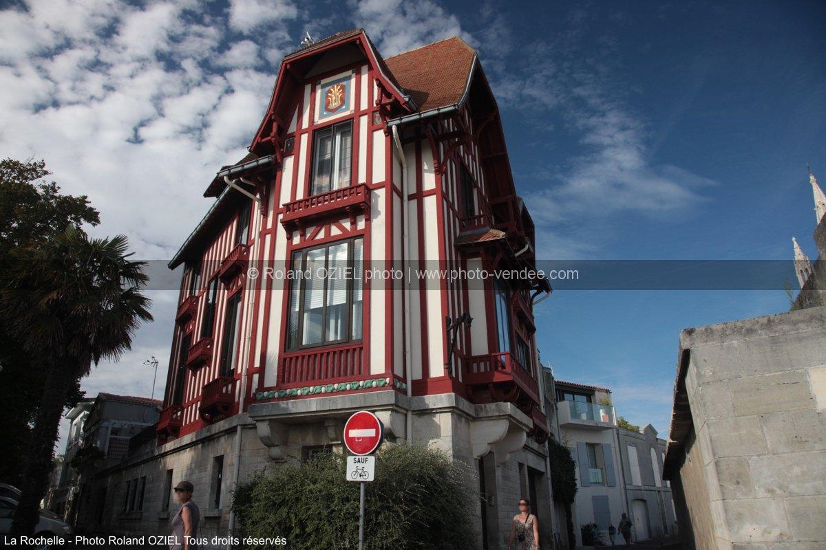 photo d 39 une maison colombage de la rochelle photo vend e. Black Bedroom Furniture Sets. Home Design Ideas
